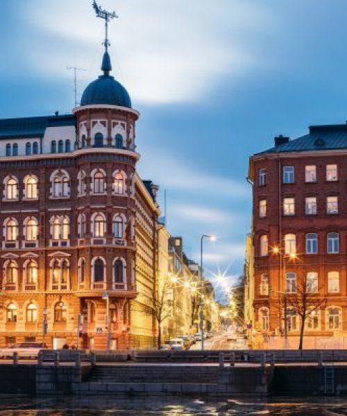 Katujen Pohjoisranta ja Kirkkokatu risteyksessä, Helsinki, Suomi